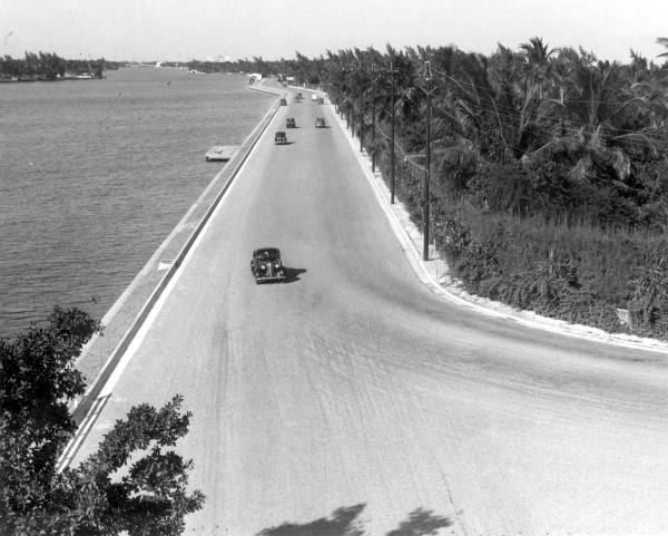 Photos Show How Collins Avenue In Miami Beach Has Changed From 1940 To 2017